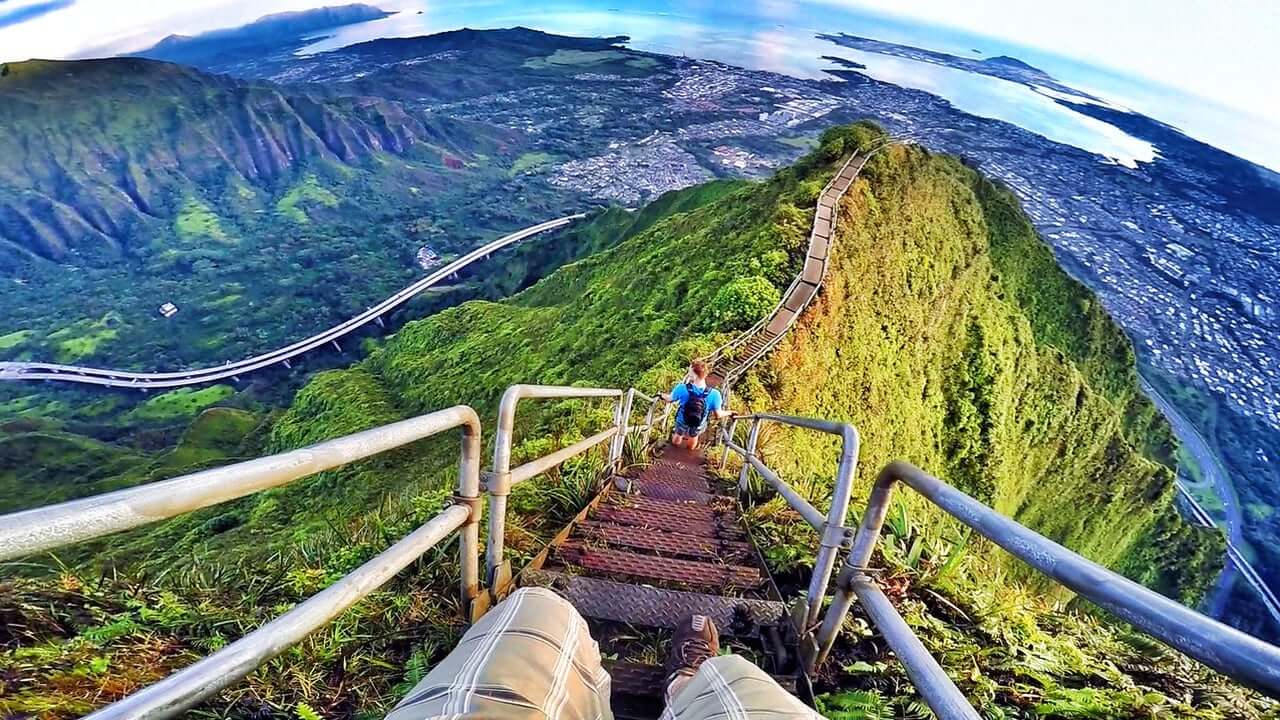You Might Want to Break the Law to See These 15 Stunning Photos of Hawaii's Staircase to Heaven in Person