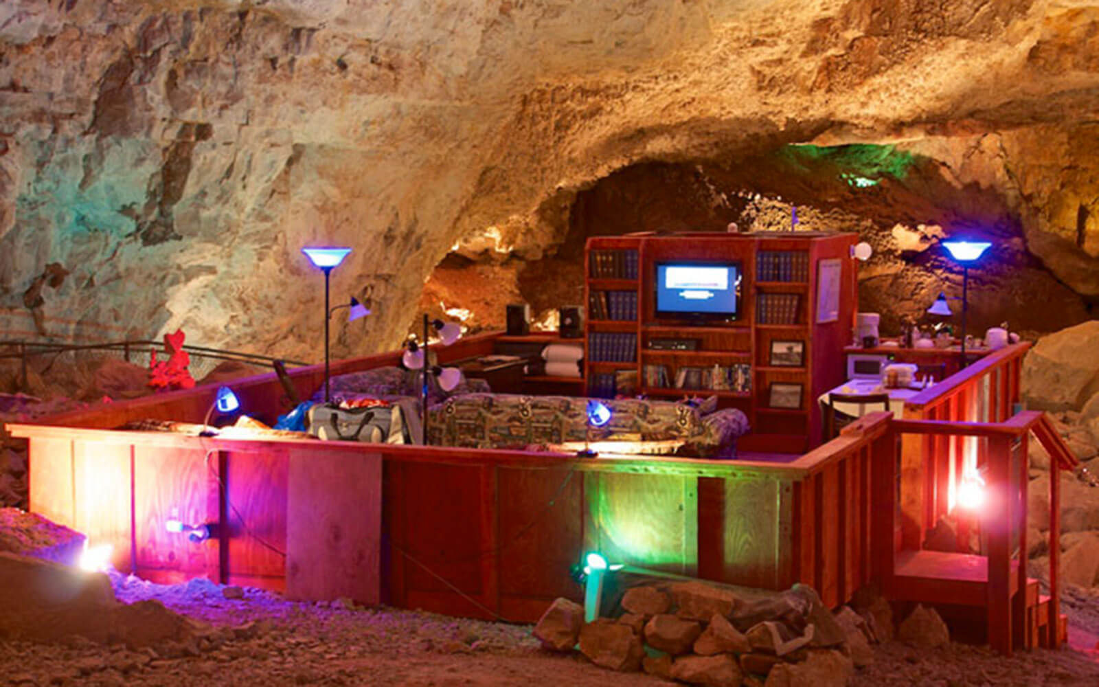 5 Reasons Why This Unbelievable Grand Canyon Caverns Room Is The Best Place to Spend a Night in Arizona