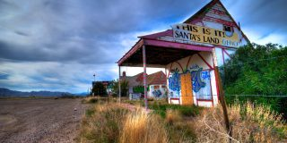 Here Are 4 Sad Facts About Santa Claus, Arizona