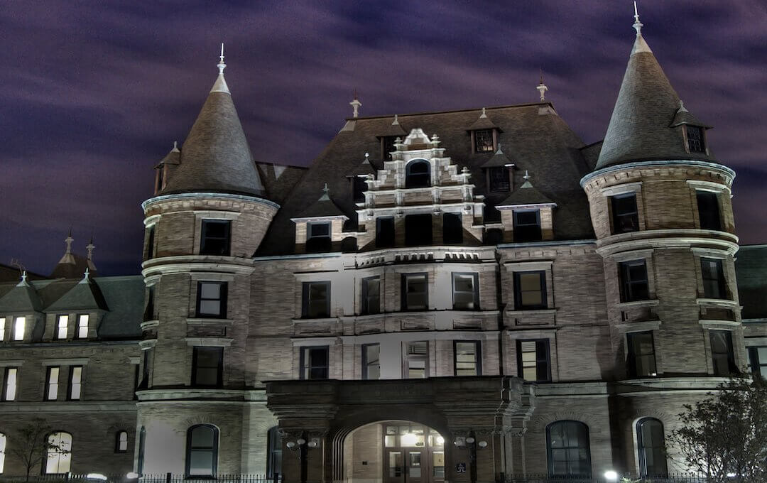 These 8 Haunted Places in Washington Will Send Chills Down Your Spine