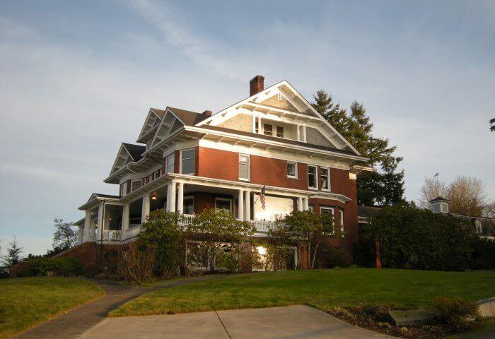 Rucker Mansion - Photo by Joe Mabel
