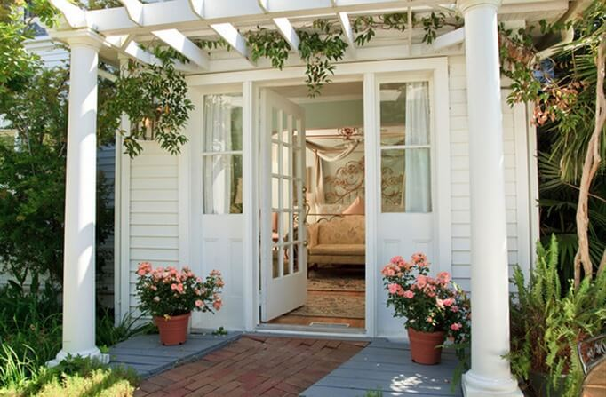 http://www.bedandbreakfast.com/north-carolina-manteo-thewhitedoeinn