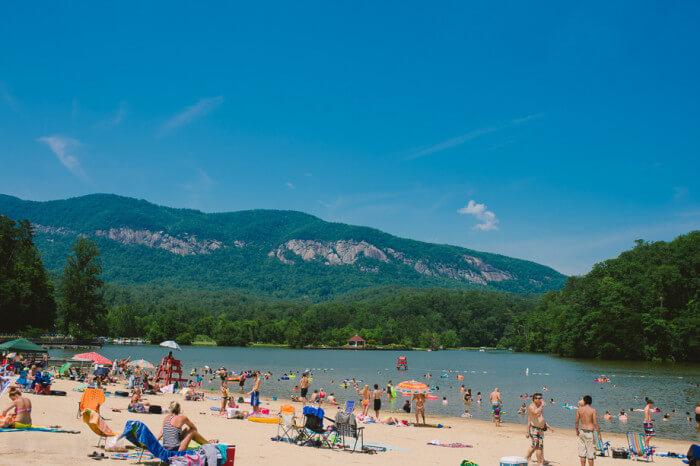 cdn.onlyinyourstate.com/wp-content/uploads/2015/05/01-1927-lake-lure-inn-beach-700x466.jpg