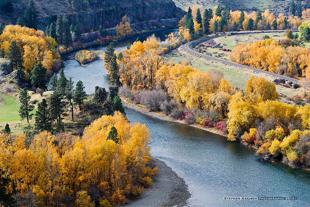 Autumnal sunrise over Yakima River - Photo by Stephen Kacirek