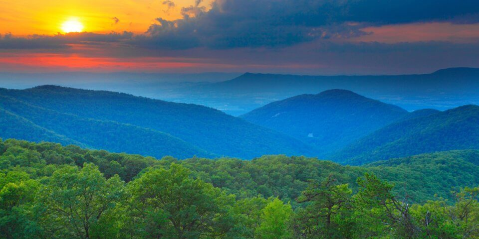 res.cloudinary.com/simpleview/image/upload/v1457646175/clients/roanoke/Virginia_s_Blue_Ridge_Mountains_fc2ae0f7-bb67-4caf-8f8f-f2121f9c90e3.jpg