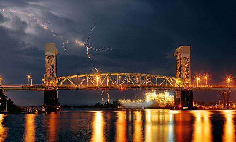 http://www.wilmingtonhilton.com/photogallery/large/hotel/cape-fear-memorial-bridge-at-hilton-wilmington-riverside-north-carolina.jpg