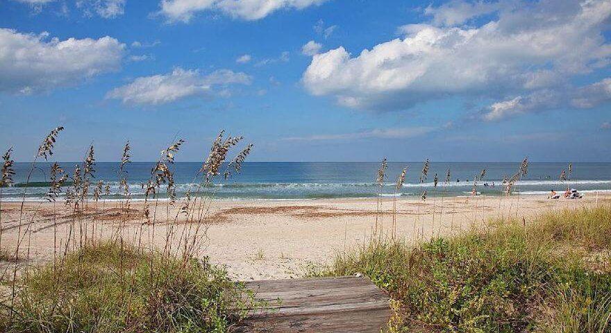 homeaway.com/info/files/shared/North-Carolina/best-vacation-spots/wrightsville-beach-nc.jpg