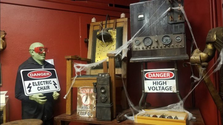 Maxwell Blade's Odditorium and Curiosities Museum
