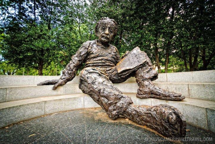 Statue of Albert Einstein