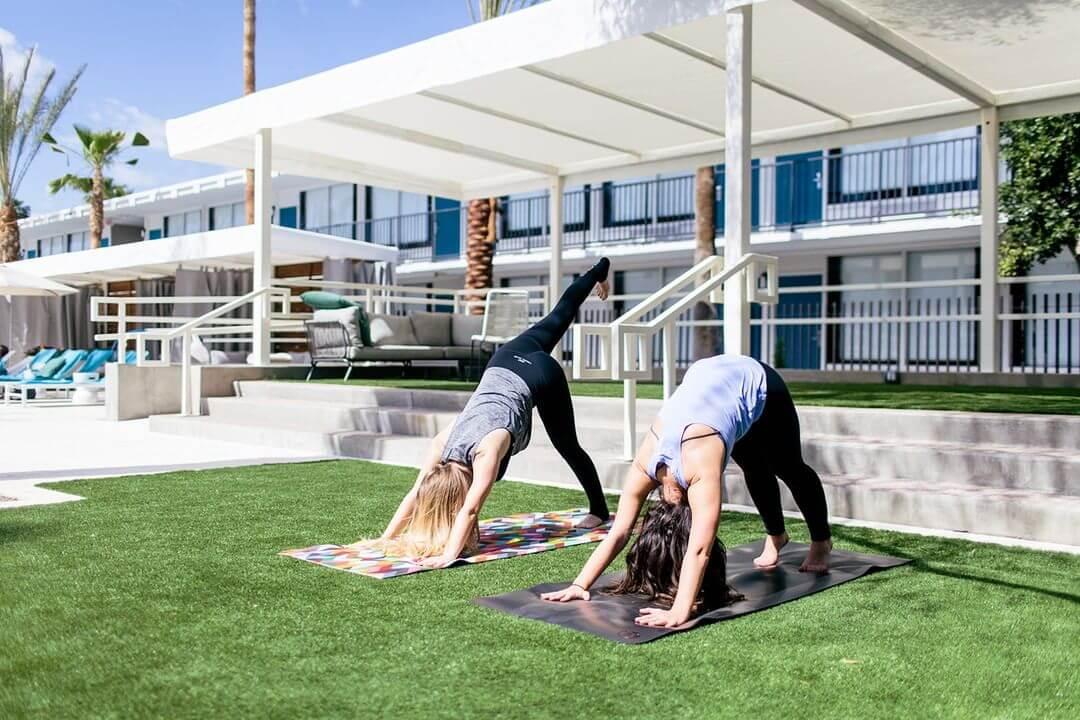 Hotel Adeline Poolside Yoga