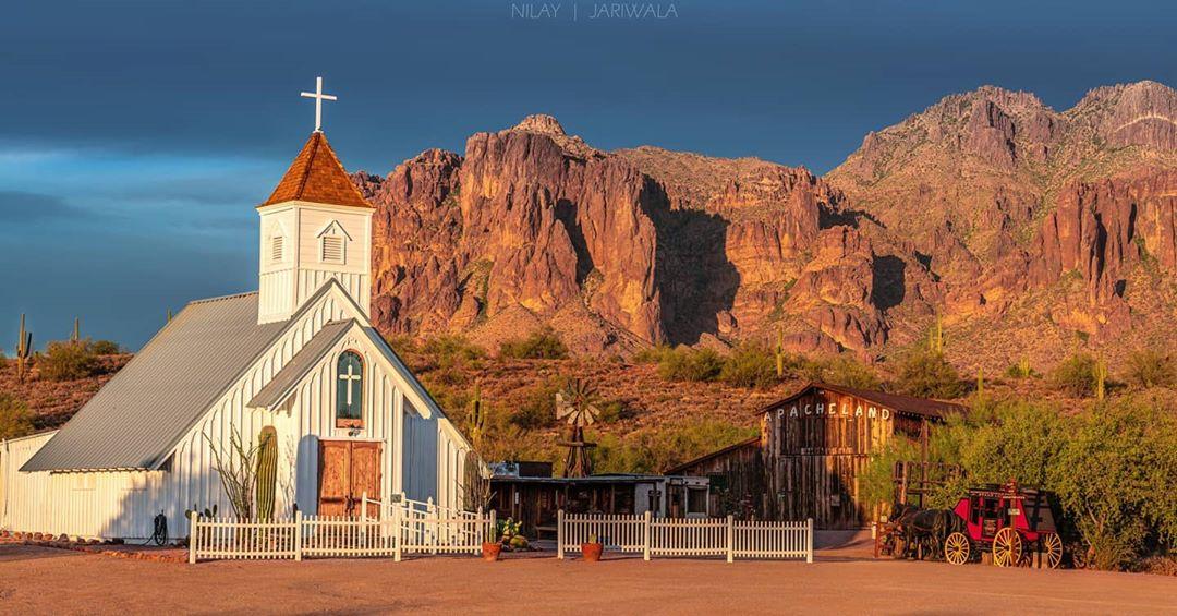 Elvis Memorial Chapel az