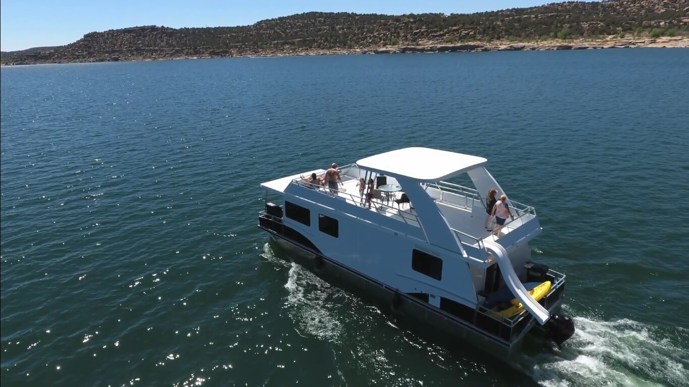 Houseboat nm