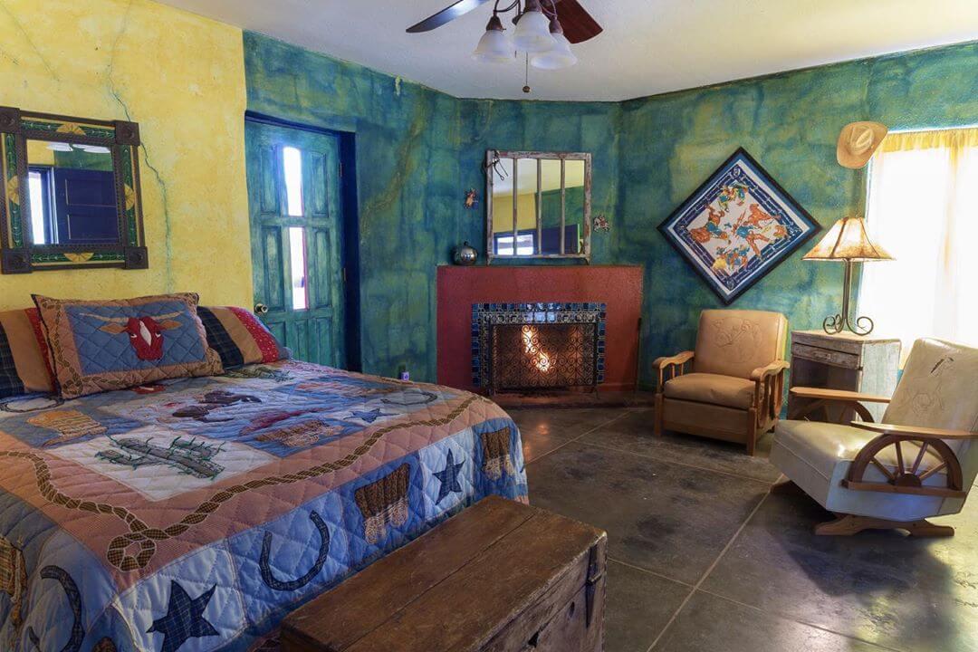 pancho villa villa room az